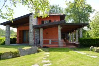 Brebbia (VA) - Villa singola con parco e dependance